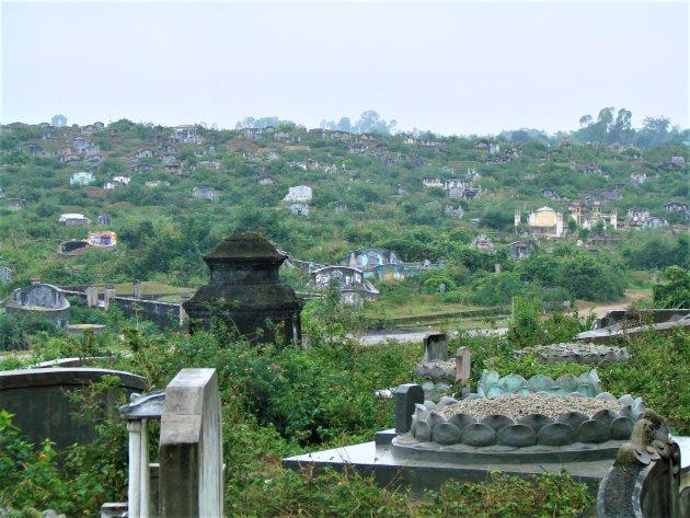 Graven en Tombes langs de Parfume rivier.