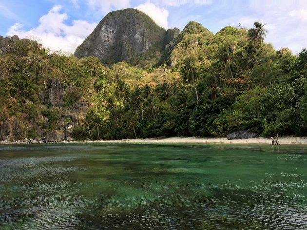 Stranden van Cadlao eiland