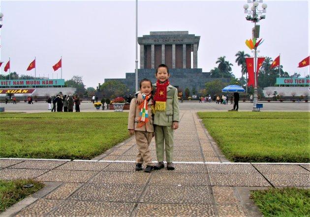 Poseren voor het Mausoleum.
