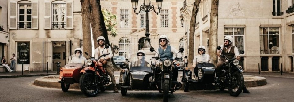 In een motor met zijspan Parijs verkennen