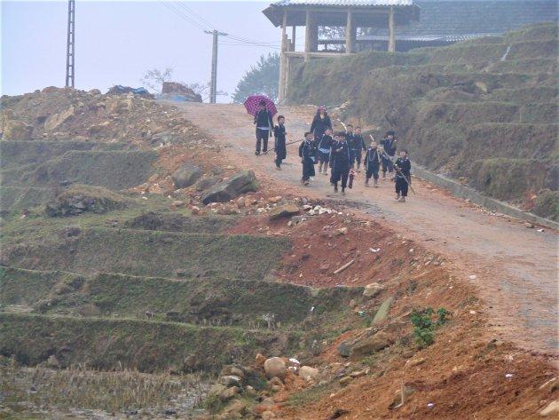 Hmong kinderen terug naar huis.