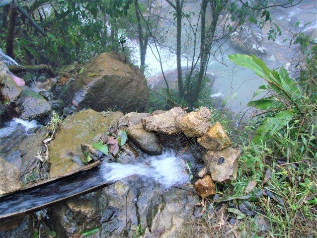 Creatieve waterafvoer in de bergen.