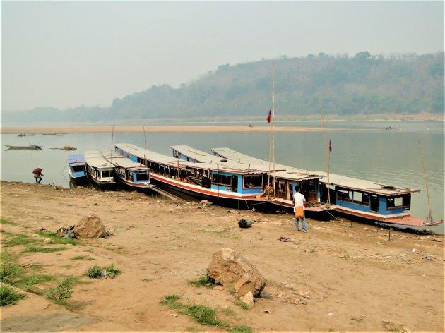 Veerboten op de Mekong.