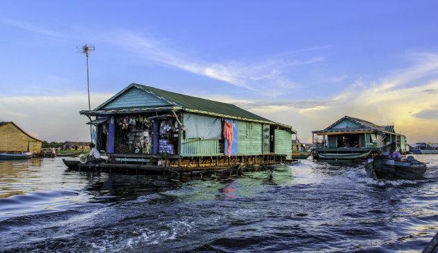 Varen over het Tonle Sap meer