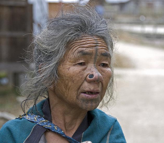 Apatani vrouw