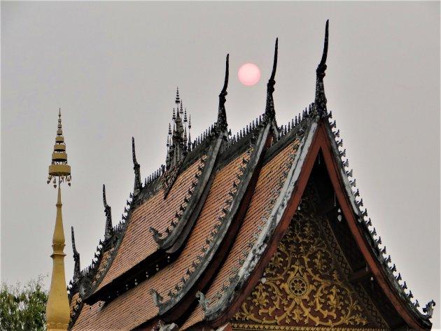 Ondergaande zon boven Tempel.