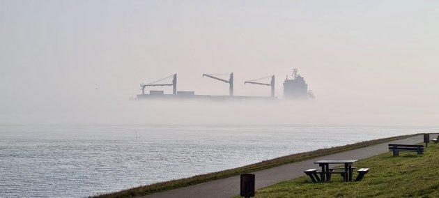 Schip in de mist.