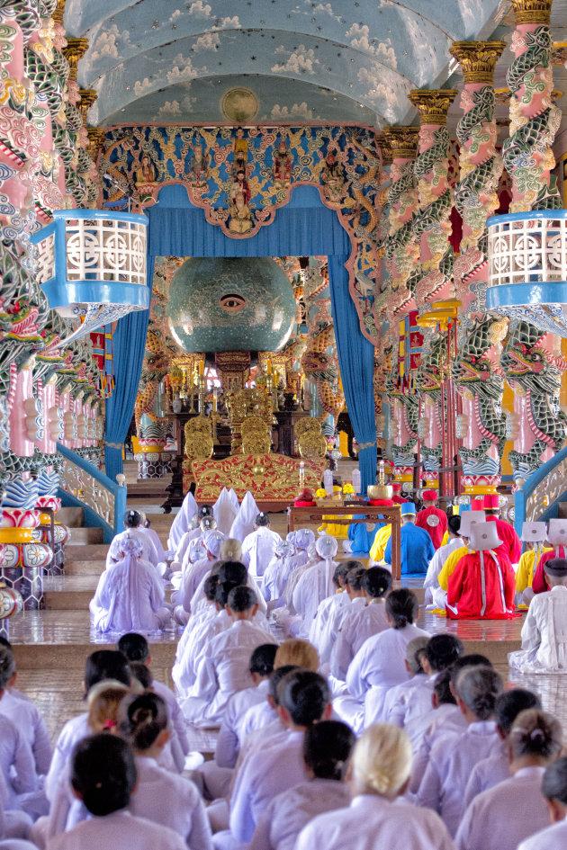 ceremonie in Cao Dai tempel