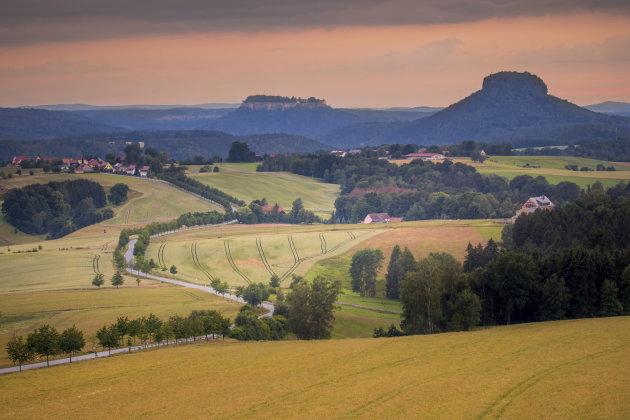 Uitzicht vanaf de Adamsberg op het Sächsische Schweiz