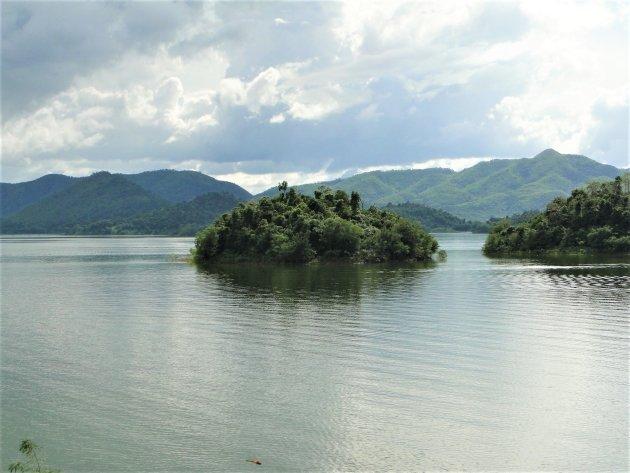 Kaeng Kra Chan stuwmeer.