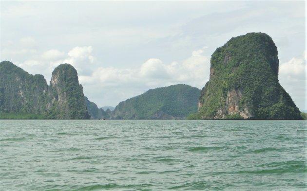 Krijtrotsen in de Phangha baai.