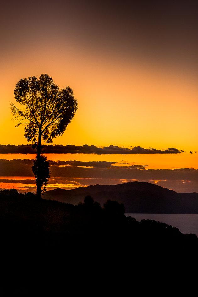 Zonsondergang Amantani eiland