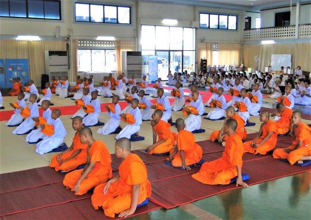 Inwijding jonge Monniken.