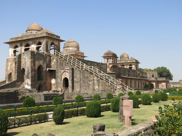 Paleis Jahaz Mahal in Mandu