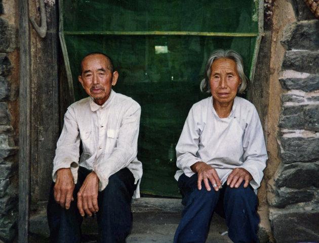 Ouder Chinees echtpaar in een bergdorp in Hebei provincie , China