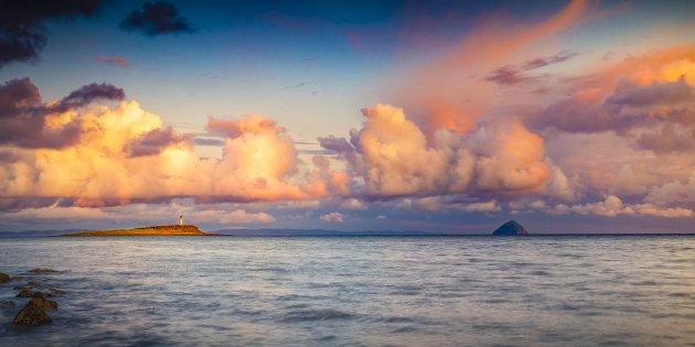 Pladda vuurtoren vanaf Isle of Arran