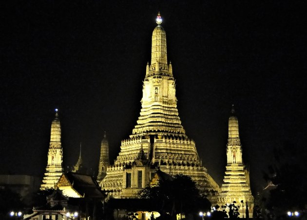 Wat Arun in de schijnwerpers.