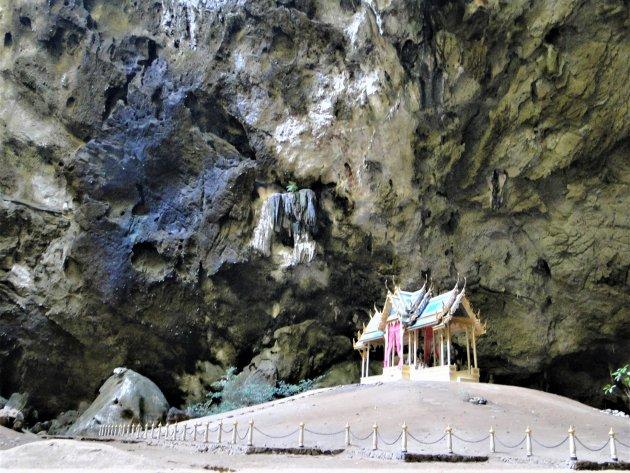 Tempeltje in de grot.