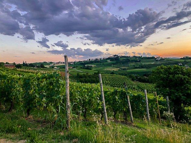 Zonsondergang in Piemonte (Italië)