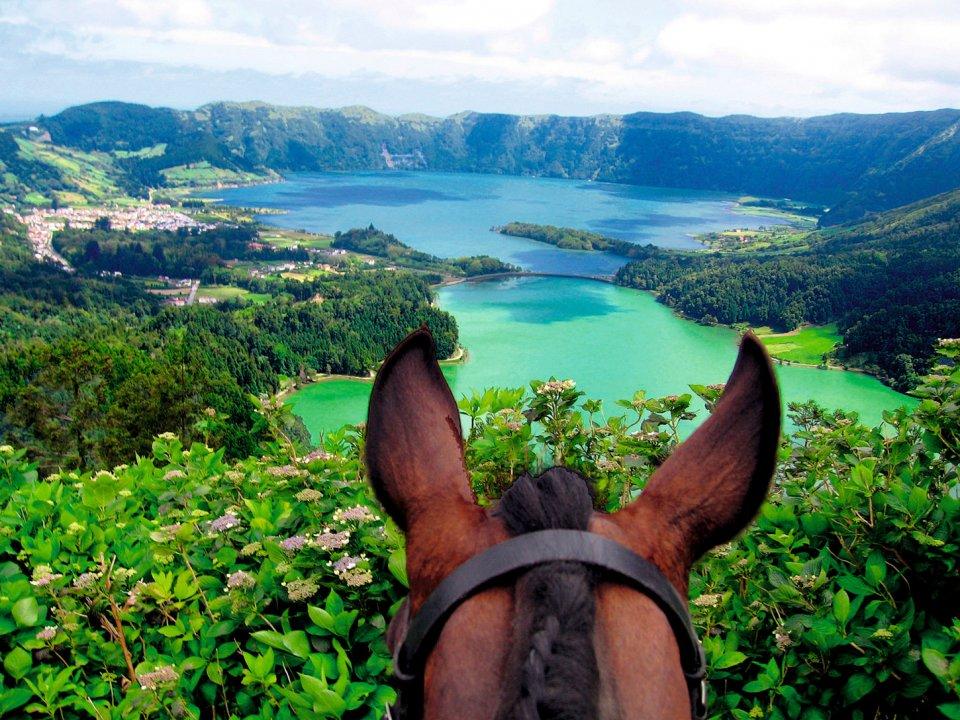 Paardrijden in de Atlantische Oceaan - Azoren