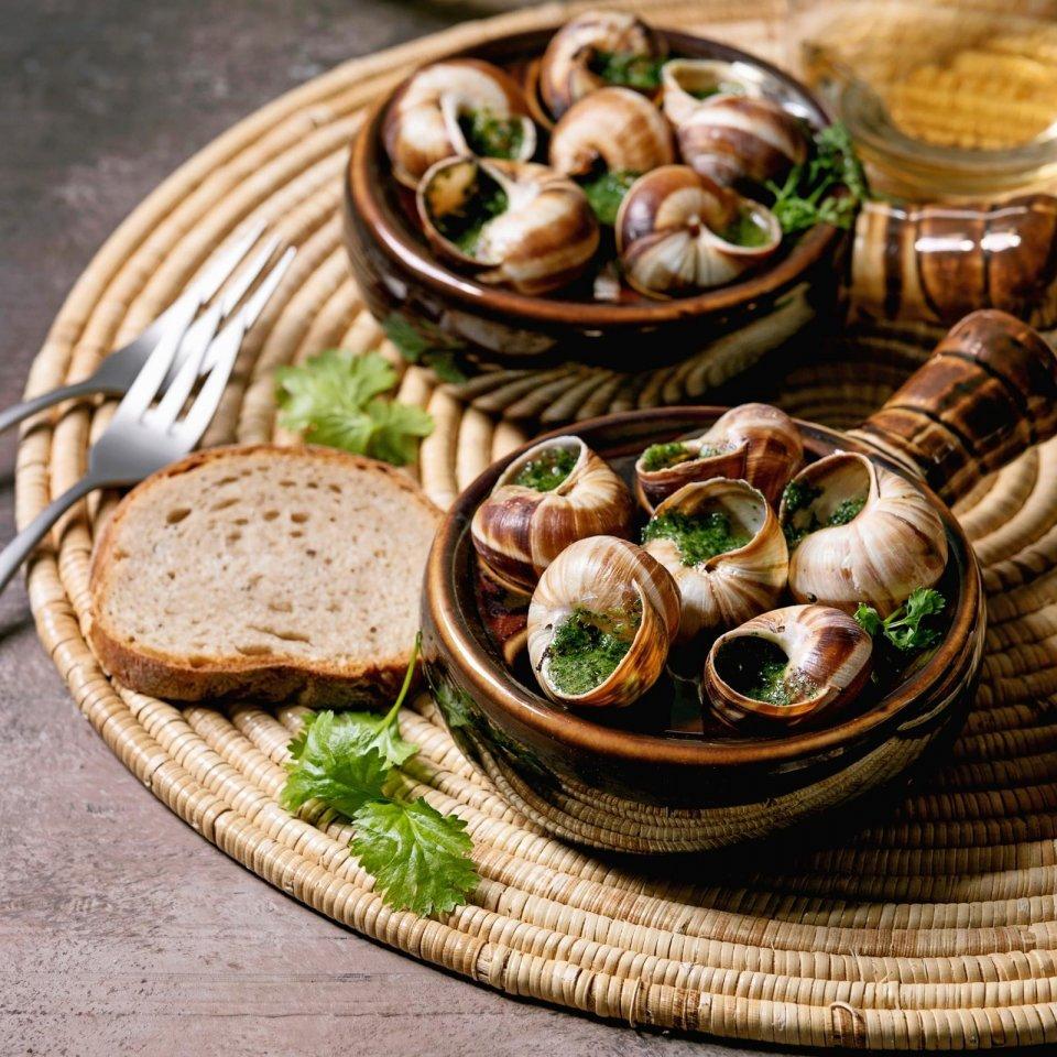 Slakken eten in een restaurant in Frankrijk CREDIT iStock