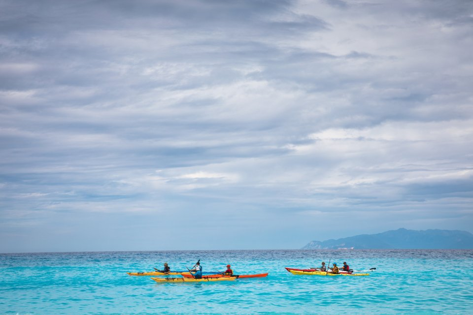 Kajakken in de Ionische zee - Kefalonia-Griekenland. Foto: Borchee, iStock