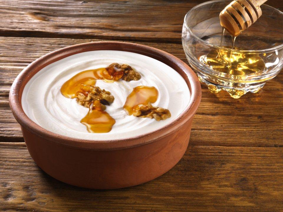 De duurzaam geproduceerde honing van Tinos wordt verwerkt in tal van zoete tussendoortjes CREDIT iStock