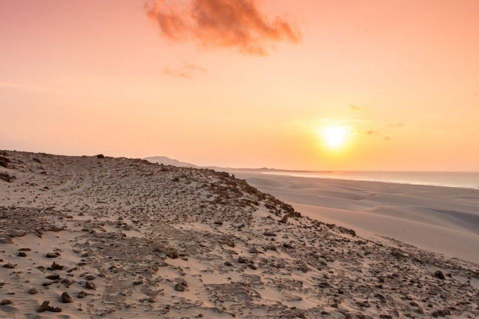 Wandeltochten - het strand Praia da Chave - Kaapverdische eilanden - Getty Images