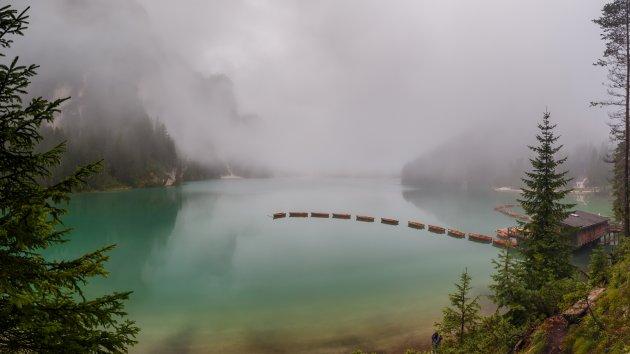 Bootjes van het meer van Braies.