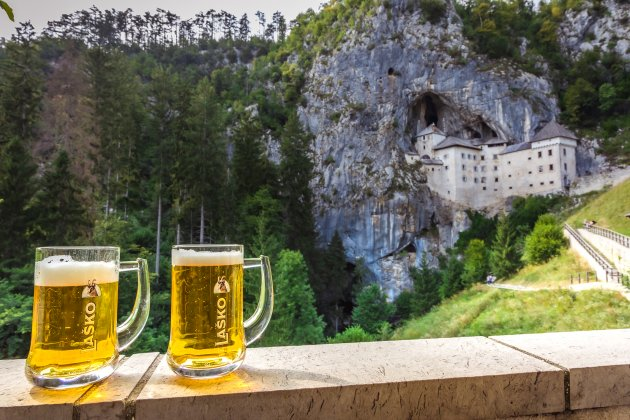 2 potten bier en het Predjama Kasteel