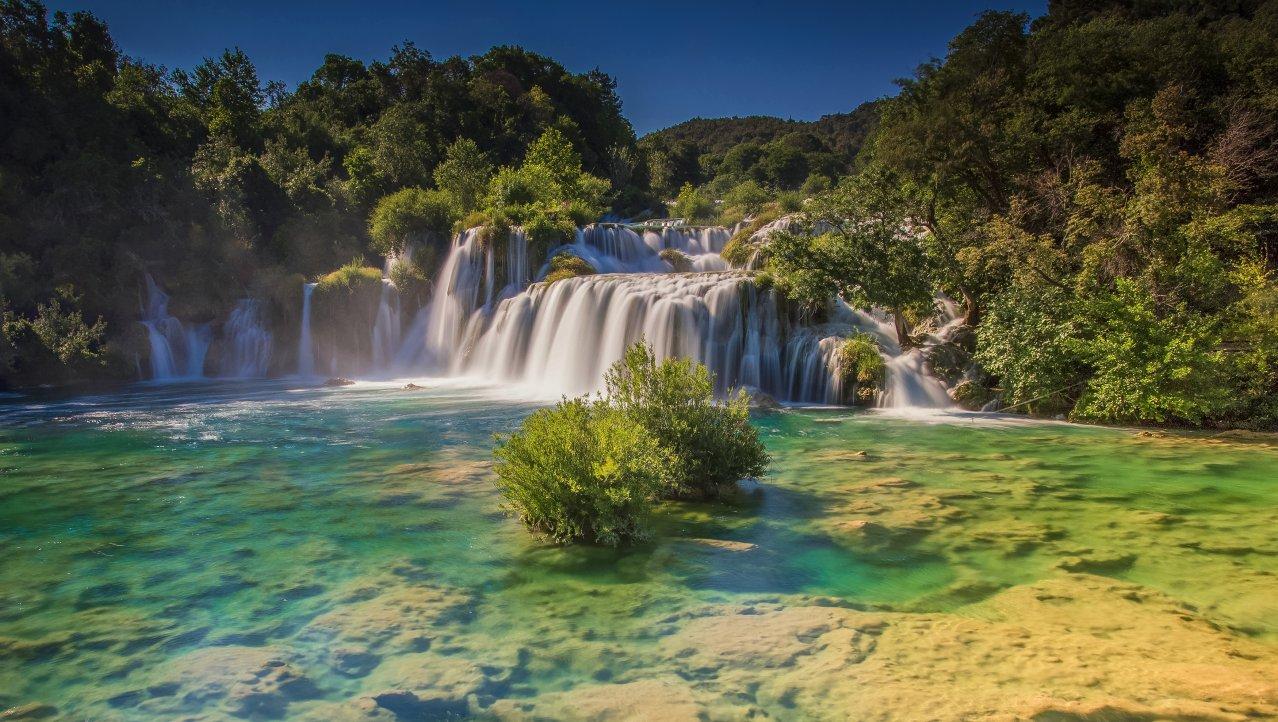 Skradinski buk waterval in het Krka N.P.