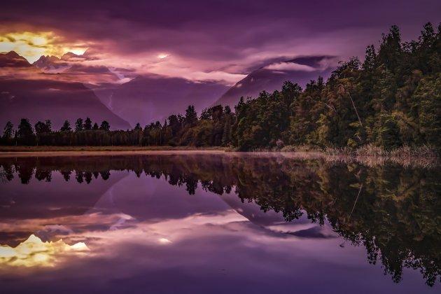 Lake Matheson voor zonsopkomst