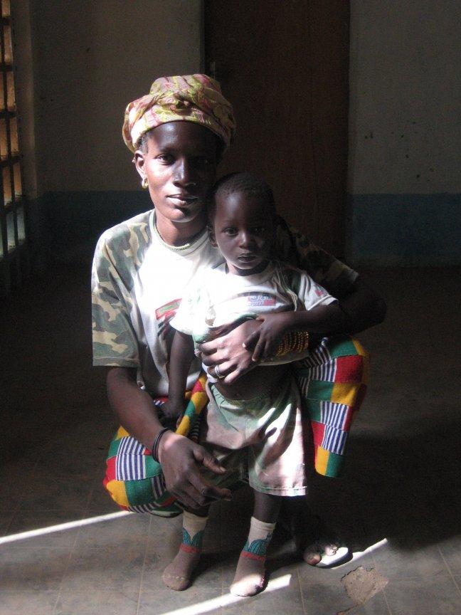 Dogonvrouw en haar zoontje