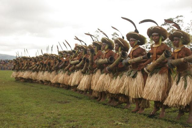 papua vrouw drumdans