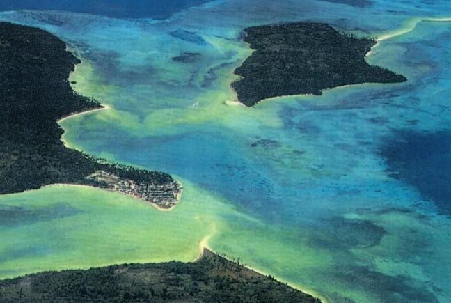 Luchtfoto Warbal Kei Kecil, spreek uit Ketjil (Kleine Kei eilanden)