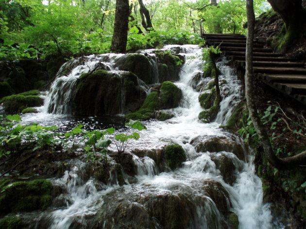 Watervalletje langs het wandelpad