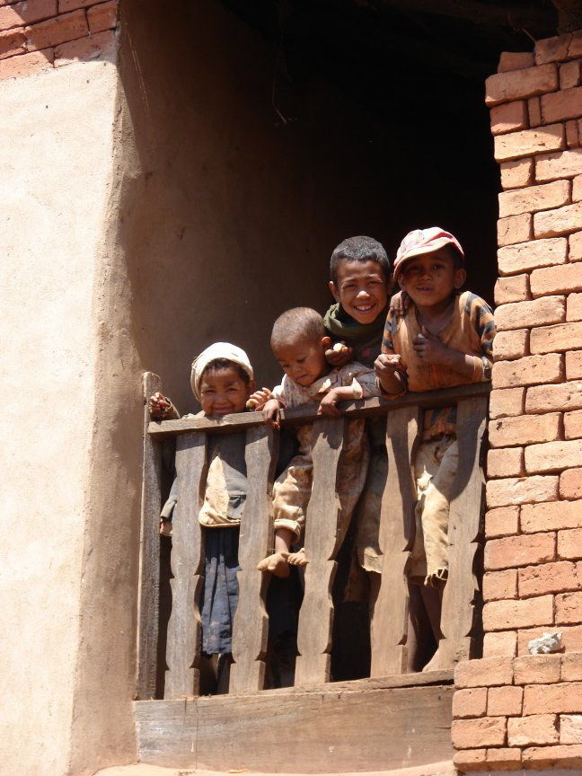 Kinderen op een balkon