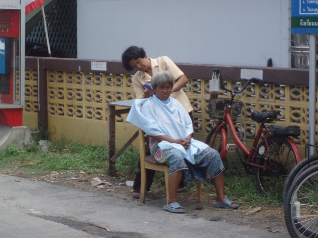 Naar de kapper in Bangkok