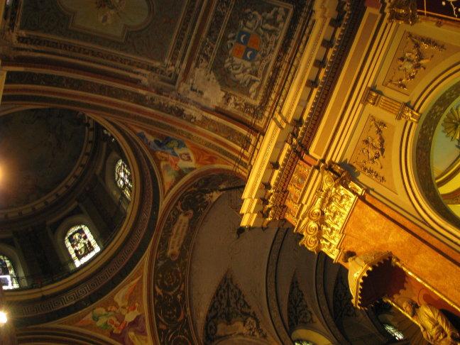 Basiliek Salta interieur