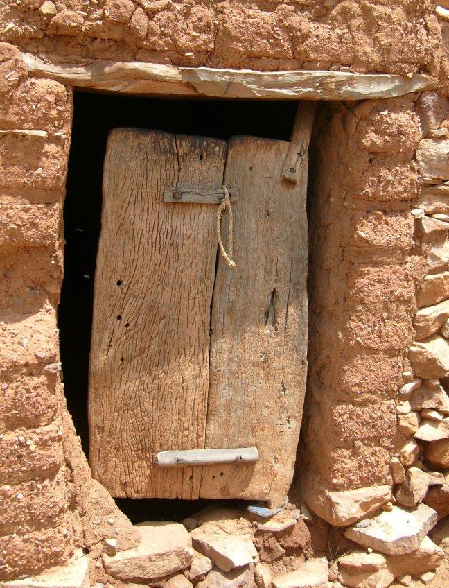 deur met een slippertje..