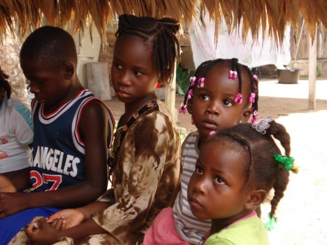 Kinderen in Akalekondre