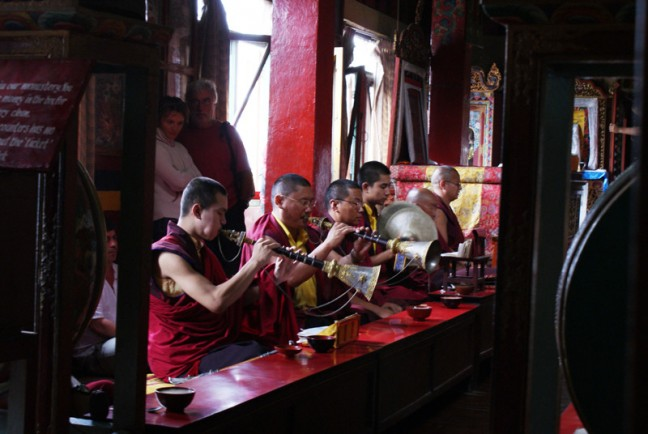 Tibetaanse monniken oefenen met muziek