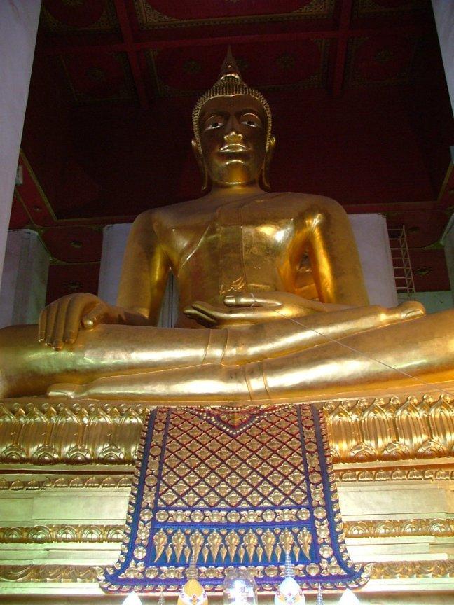 12.bronzen Boeddha van de Wat Mongkhon Bophit tempel