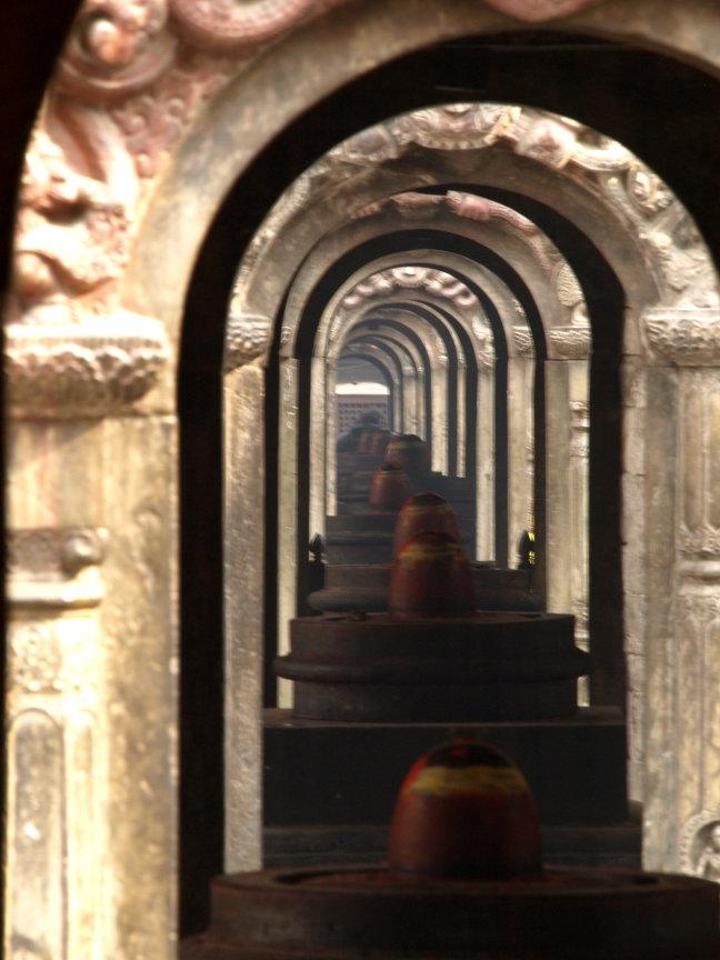doorkijkje bij tempel