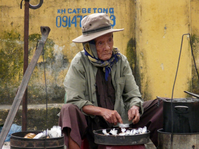 Straatverkoper in Hoi An