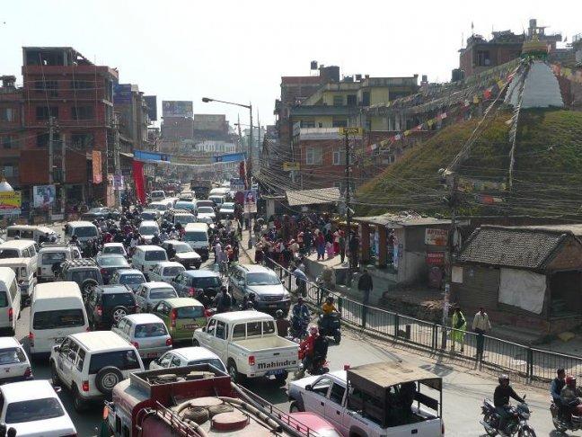 Patan, verkeersopstopping voor de stoepa.