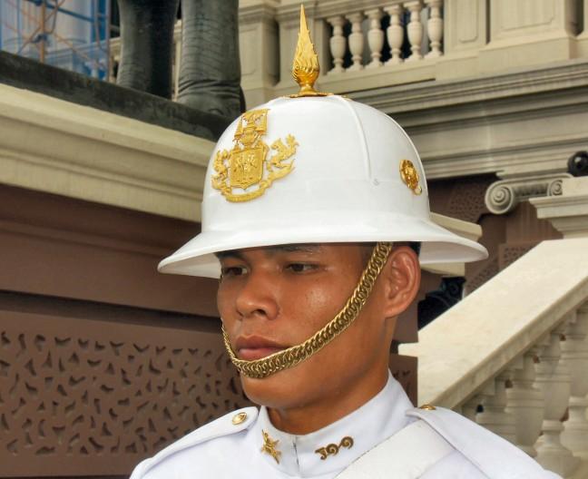 Wachter voor het koninklijk paleis. Bangkok.(2076ups)