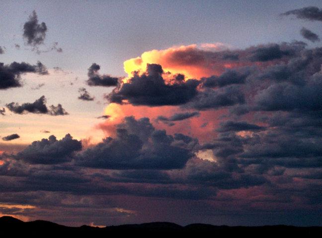 Dramatische zonsondergang boven Alice