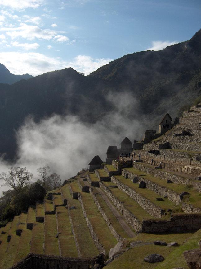 Opstijgende wolken bij Machu Picchu