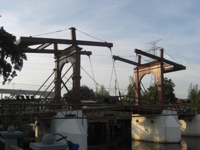 Oud hollandse ophaalbrug in Jakarta (Batavia)